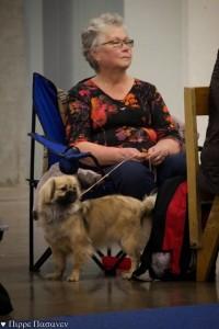 Nana mamin kanssa ekassa virallisessa näyttelyssään 15.12.2013 Messukeskuksessa. Kuvan ottanut Pirre Pasanen.